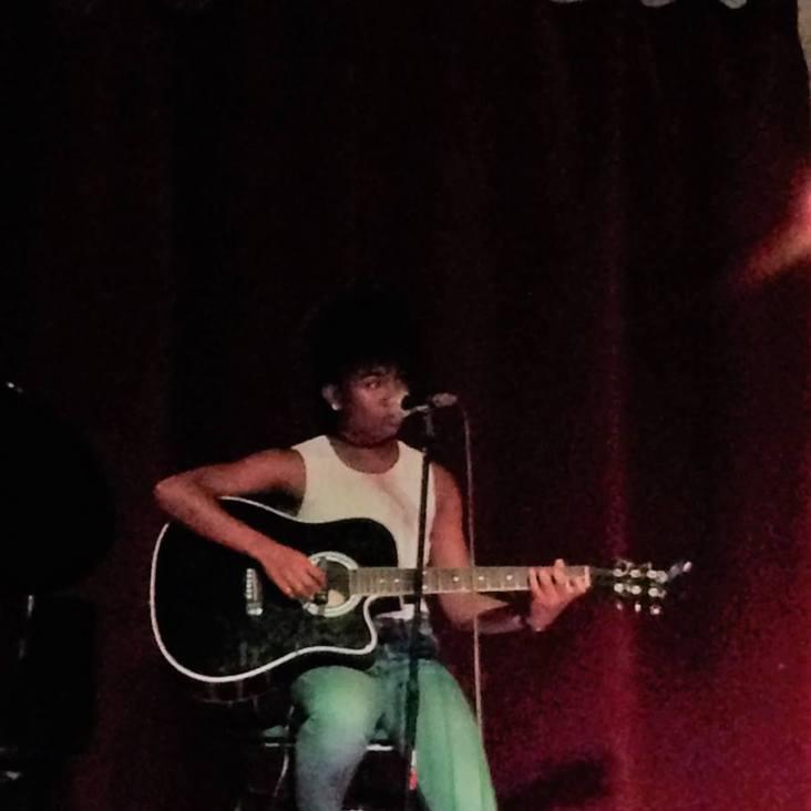 Lauryns lors d'un open mic